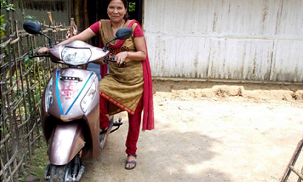 Ms RinaMondal (winner) with the Honda Activa scooter