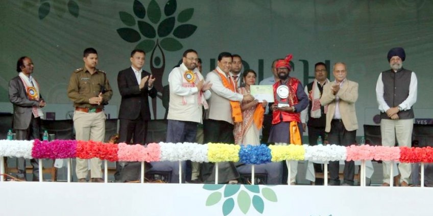 Dance competition winning team receiving award from CM